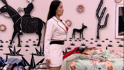 BBB21 – Juliette experimenta figurino para festa e diz: 'Estou parecendo a Britney'