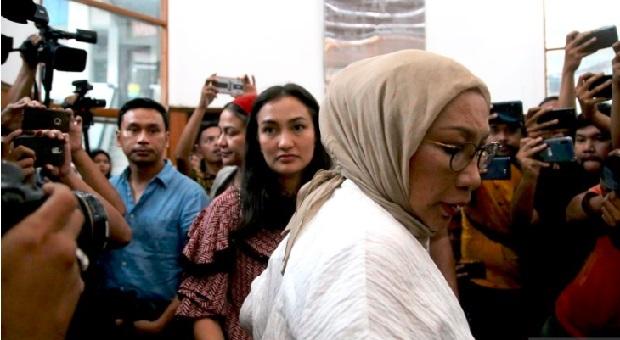 Atiqah Hasiholan Bersyukur Ibunya Divonis 2 Tahun