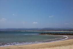 Apakah Aman Berenang di Pantai santolo?