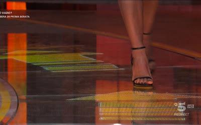 Claudia Ruggeri foto scarpe ad Avanti un altro del 10 marzo