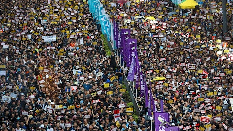 Újra tízezrek vonultak az utcára Hongkongban