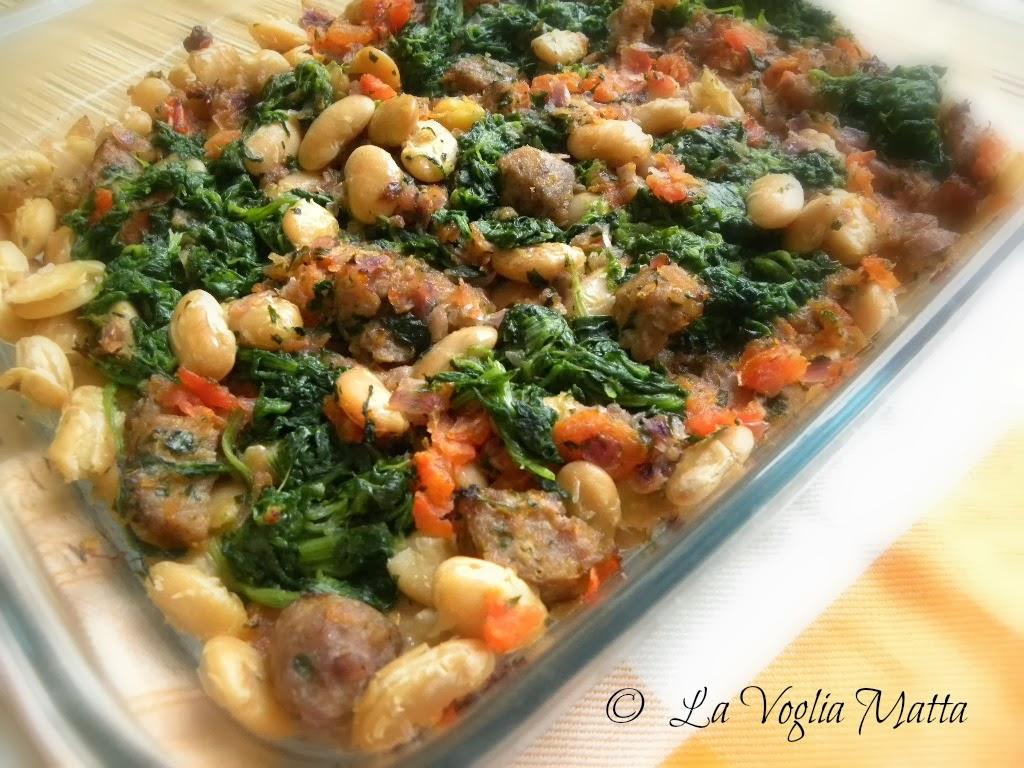casseruola di fagioli, spinaci e salsiccia