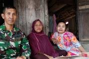 Pengakuan Emak Emak Sebelum TMMD: Suami Pikul, Kami Junjung Jalan Sejauh 3,2  KM