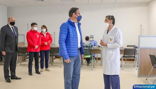 La vacuna de Vizcarra y altos funcionarios