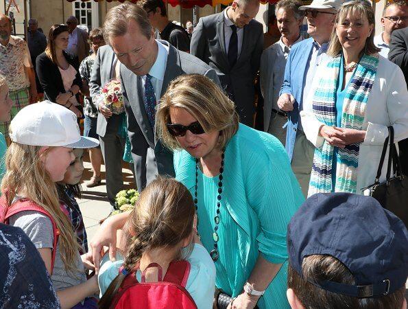 Grand Duke Henri, Grand Duchess Maria Teresa and Luxembourg Mayor Lydie Polfer visited an open-air market