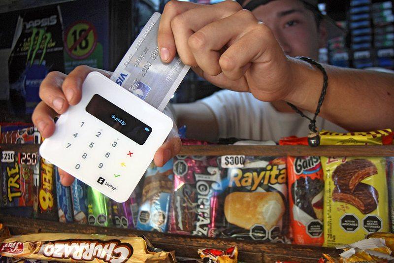 Kioscos se actualizan recibirán tarjetas de crédito y de débito