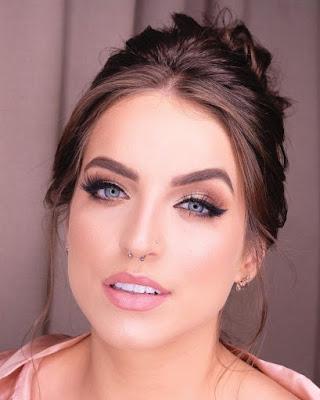 Uma maquiagem simples é aquela que realça os pontos principais do rosto de maneira leve, bonita e prática em pouco tempo!