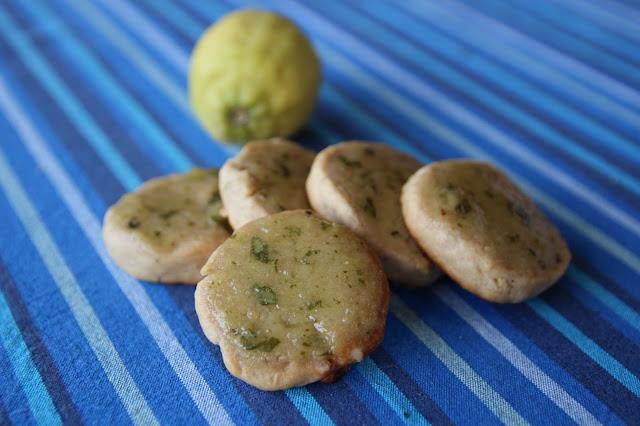 https://cuillereetsaladier.blogspot.com/2016/07/biscuits-citron-basilic.html