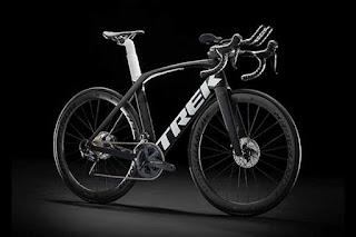 Foto ufficiale della Trek Madone Speed 2020 da triathlon