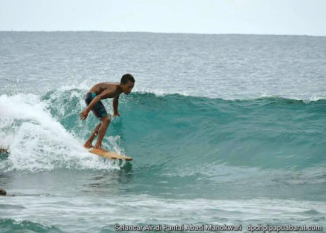 Wave Surfing in Manokwari using wooden plank