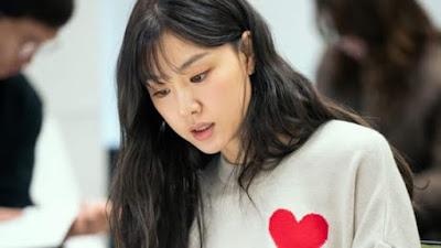 Profil Seo Ji Hye   Nama lahir: Seo Ji-hye (서지혜)  Tempat lahir: Gyeonggi, Namyangju, Korea Selatan  Tanggal lahir: 24 Agustus 1984  Pendidikan: Sungkyunkwan University (Akting)  Debut: 2003  Agensi: Culture Depot  Ahli profesi: Aktris  Tinggi: 170 cm  Berat: 48 kg  Golongan darah: A  Zodiak: Virgo (analitis dan rapi)  Instagram: @jihye8024    Seo Ji Hye Profil, Biodata dan Fakta   Seo Ji Hye, lahir pada tanggal 24 Agustus 1984 adalah seorang aktris asal Korea Selatan. Dia pertama kali menarik perhatian penonton dalam film horor berjudul Voice. Sejak itu, ia membintangi berbagai drama televisi, seperti Shin Don (2005), Over the Rainbow (2006), I Love You    Fakta Seo Ji Hye  Dia memiliki saudara kandung bernama Seo Ji Eun. Seo Ji Hye memulai debut aktingnya di drama All In, drama yang dibintangi Song Hye Kyo, pada tahun 2003. Dia mendapat pemeran utama di film horor berjudul Whispering Corridors, tahun 2005. Dia membintangi video musik untuk lagu I Love You milik Fly to the Sky pada tahun 2007. Namanya makin dikenal luas, setelah sukses membintangi dr