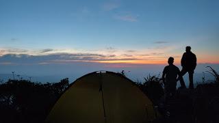 Sunrise di Tebing Nemplek Tuban