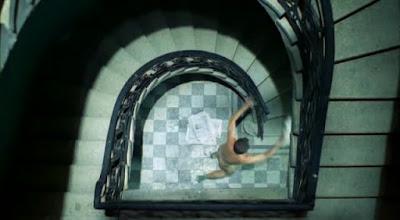 Naken i trappuppgången
