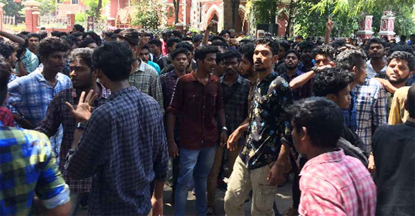Conflict between students in university college Thiruvananthapuram, Thiruvananthapuram, News, Education, Students, Attack, Crime, Criminal Case, Stabbed, Injured, hospital, Treatment, Kerala