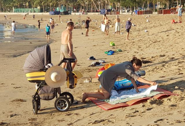 Nha Trang cho tắm biển trở lại từ 04/05/2020 sau thời gian cách ly xã hội 3