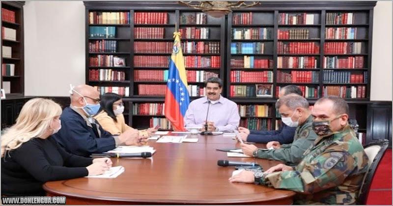 Maduro compró un lote de libros nuevos para adornar el Salón con el Consejo de Ministros