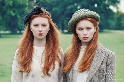 Negócios de Família Twin+Redheads+-+Two+Redheads+-+Blue+Eyed+Twins+-+Classic+Stlye+-+Fair+Skin