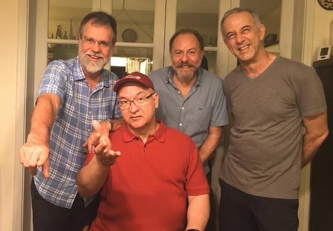 Documentário sobre os quatro Paralamas do Sucesso resulta sem foco e sem a pegada da banda
