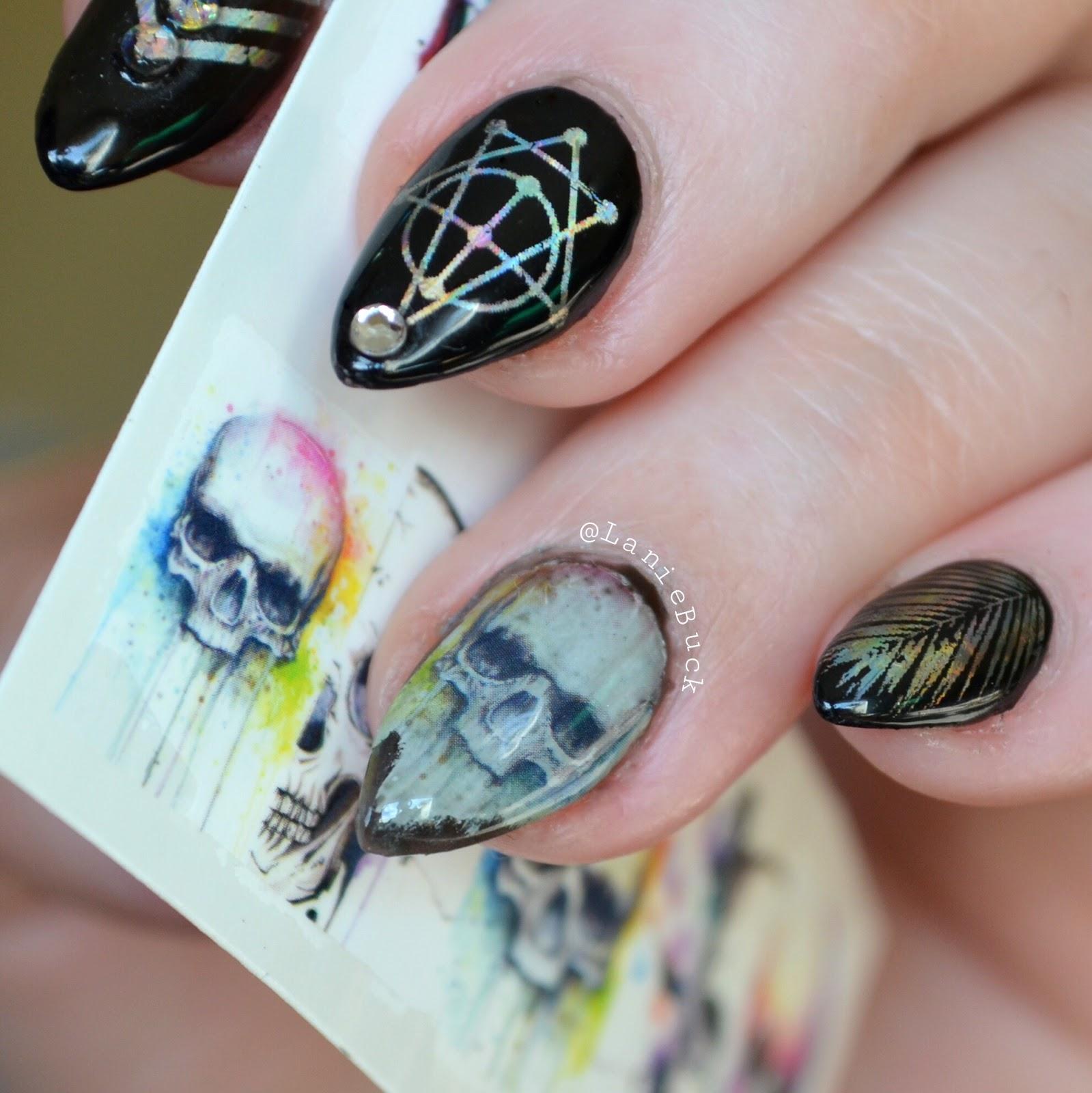 Рисунок ведьмочки на ногтях