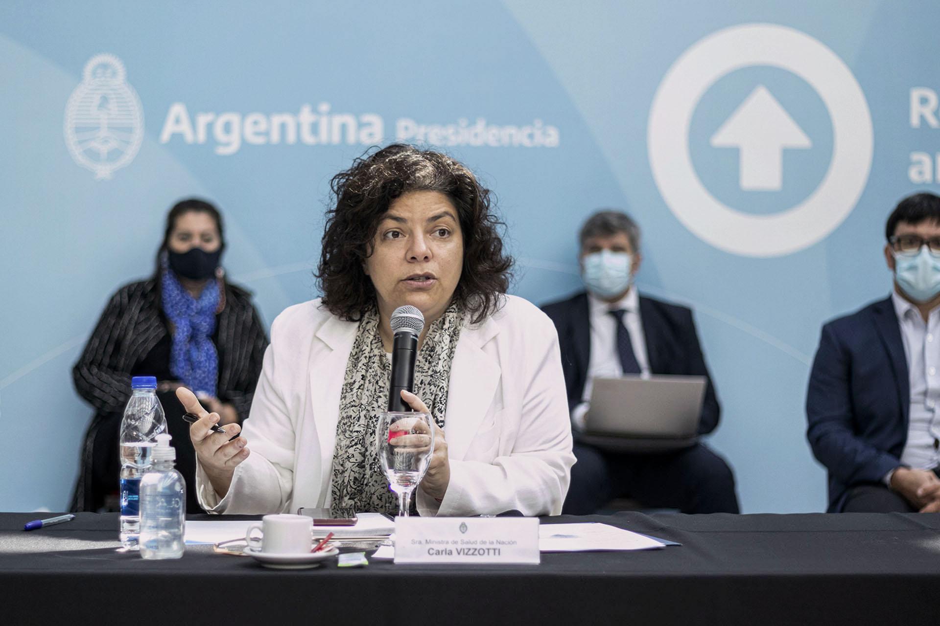 """Carla Vizzotti: """"Diferir la segunda dosis de la vacuna busca disminuir la mortalidad antes de segunda ola"""""""