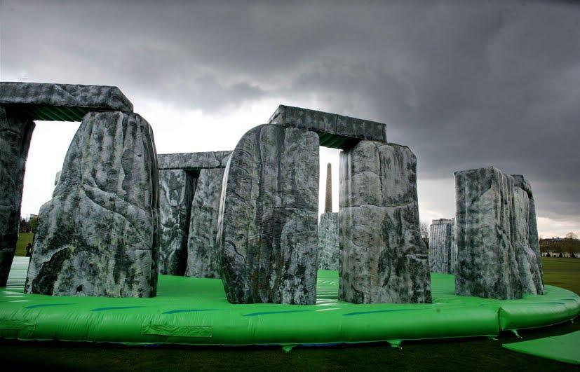 Fondazione Nicola Trussardi presenta Sacrilege, una delle più famose installazioni del celebre artista inglese Jeremy Deller