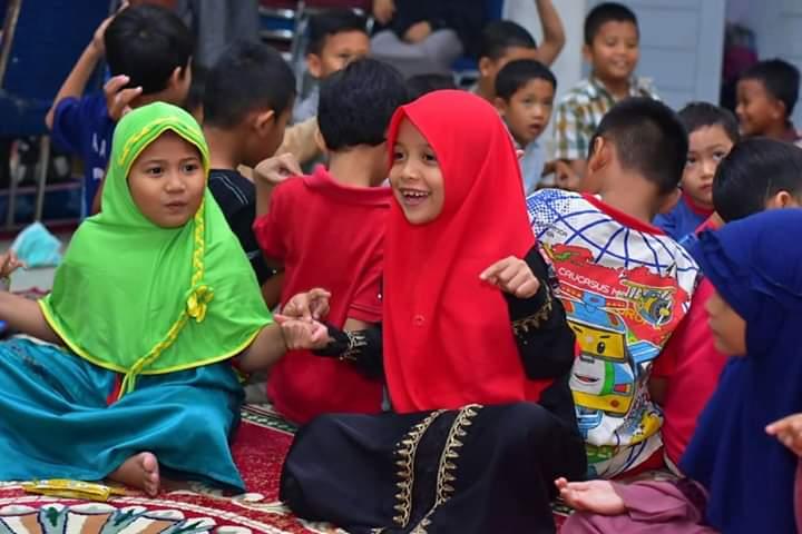 [Foto] Cara Cerdas PKS Riau Hibur Anak Korban Asap