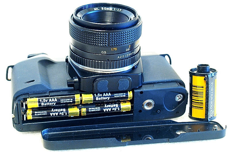 Contax 167 MT, AAA Battery chamber