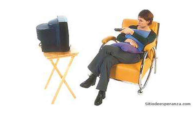 Mujer mirando televisión