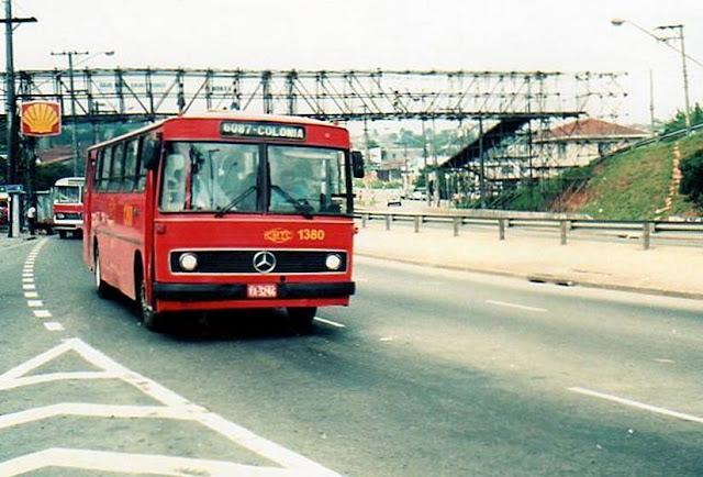 O - 365 de passagem pela Avenida Senador Teotônio Vilela (Antiga Estrada de Parelheiros), na altura da Vila São José, com destino a Colônia Paulista, em Parelheiros.