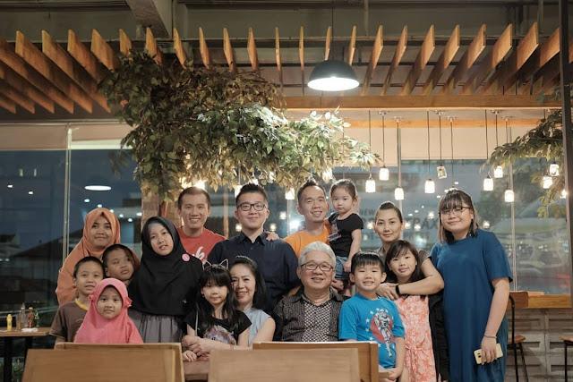 Ustadz felix Siauw dan keluarga