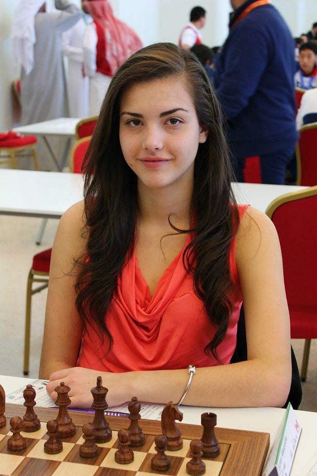 Alexandra Botez, pemain catur usia 20 tahun yang cantik