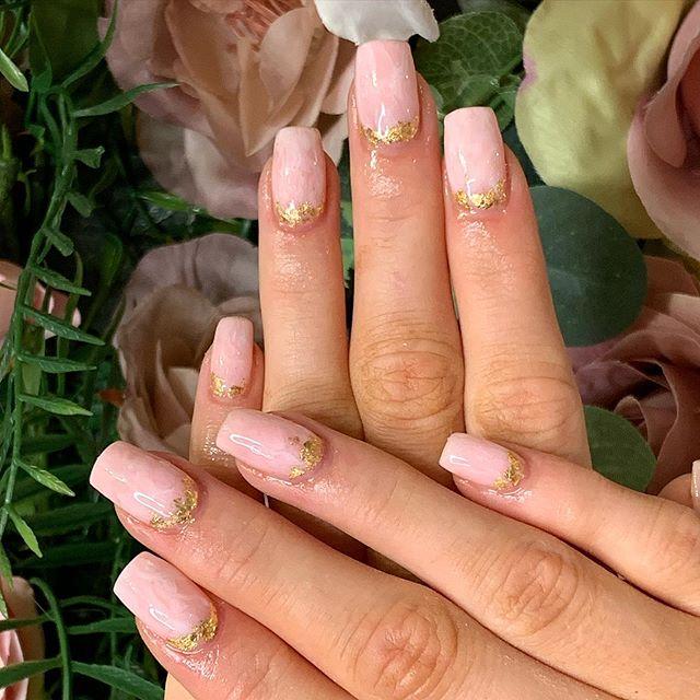 """Модный тренд в маникюре на осень 2020: """"Розовый кварц"""""""