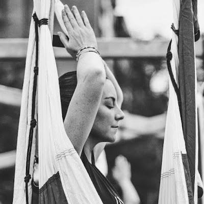 yoga meditación aérea