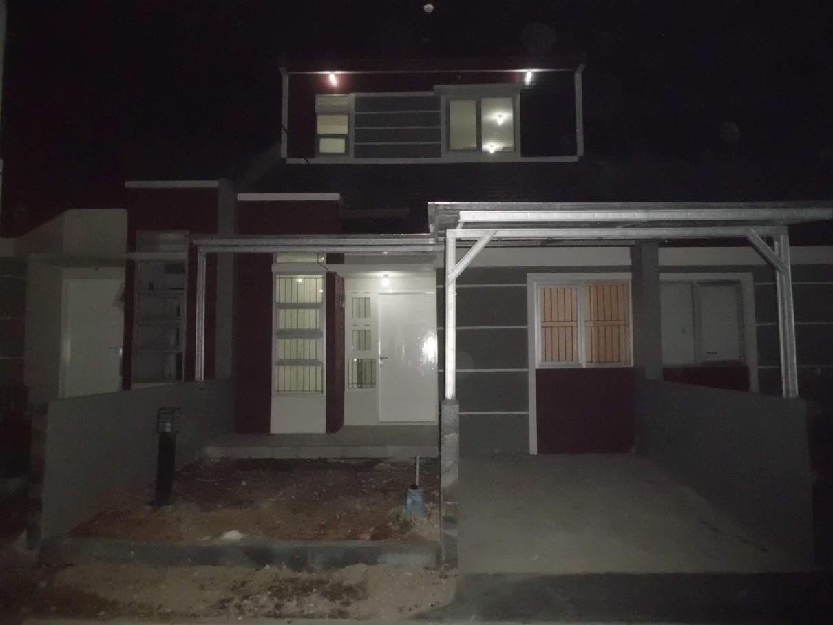 Hasil proyek Renovasi pengembangan rumah 1 lantai menjadi 2 lantai milik Bapak eddy di perumahan De'Botanica Cimahpar, Bogor tahun 2010