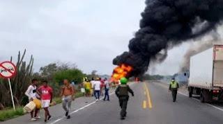 Siete muertos y más de 80 heridos al explotar camión cargado de combustible en Colombia