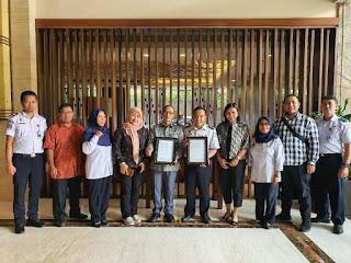 Disela-sela Pembahasan RKAKL, OP Makassar Terima Sertifikat ISO 9001