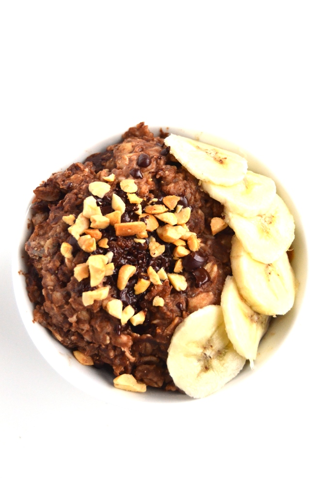 Chocolate Peanut Butter Banana Oatmeal is ready in 5 minutes, packed full of flavor for a nutritious breakfast that tastes like dessert. Filled with oats, omega-3 rich flax and chia seeds, cocoa powder, peanut butter and bananas. www.nutritionistreviews.com