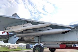 Rudal Hipersonik R-37M pada Sukhoi Su-35