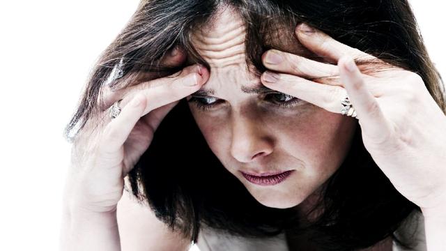 القلق والاكتئاب قد يقللان من فرص نجاح الحقن المجهري