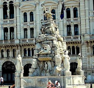 Trg enotnosti - Piazza Unita, Fontana štirih celin