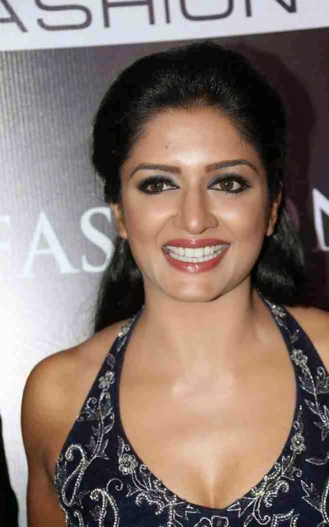Actress VimalaRaman Latest HD Images