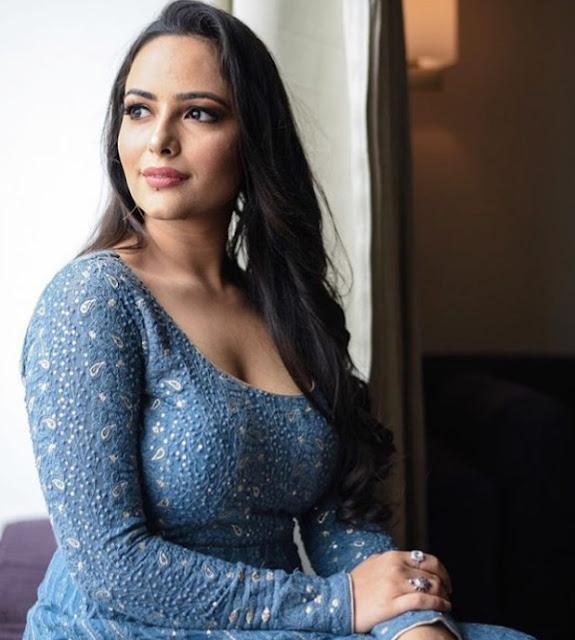 Indian Actress Aanchal Munjal Photos