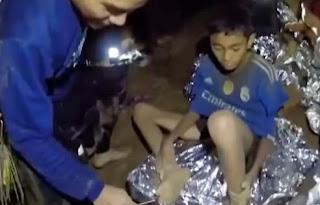 Θρίλερ με τα παιδιά που απεγκλώβισαν -Δεν αφήνουν τους γονείς να τα δουν