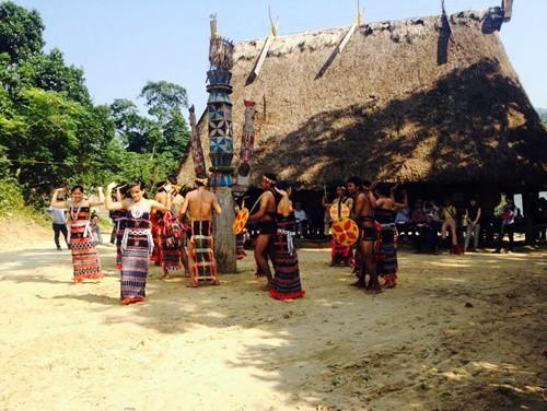 Masyarakat etnis minoritas Co Tu belajar langkah mengadakan pariwisata