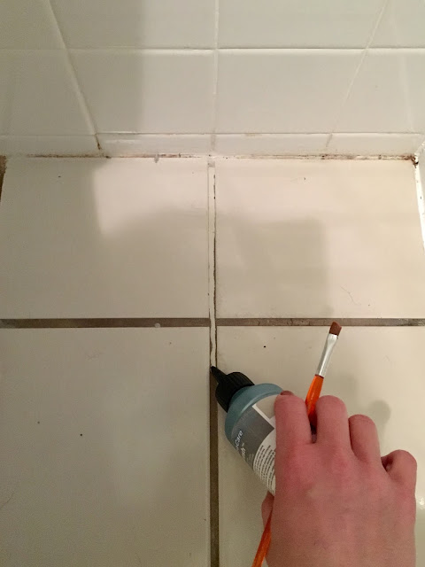 We're updating our master bathroom by mostly using what we have. I updated the grout with Grout Refresh to help the floor tiles seem a little more 'so fresh and so clean clean.' #groutrefresh #masterbathmakeover