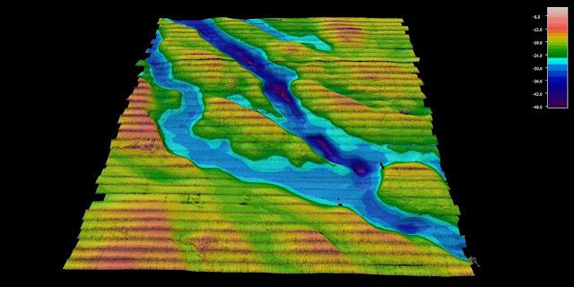 Värikäs merenpohjan kolmiulotteisuutta ja merenpohjan kanjoneita kuvaava tulkinta monikeilakaikuluotauskuvasta