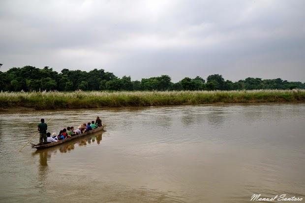 Parco Nazionale del Chitwan, uscita in canoa