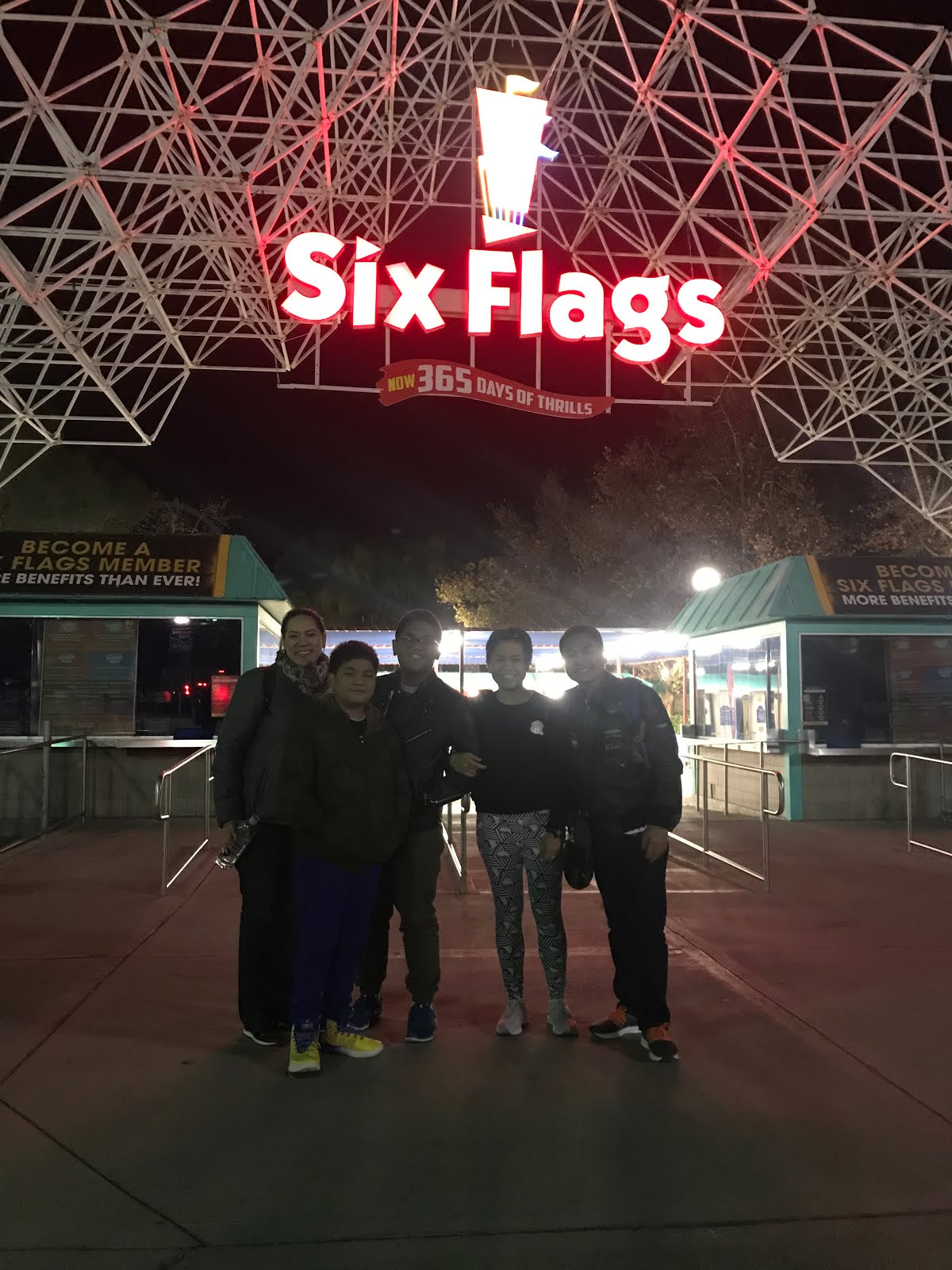 vast & brilliant life: Six Flags Magic Mountain