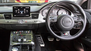 Audi S8 Entertainment