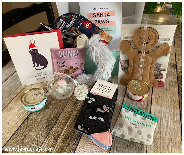 What's In The Box ©BionicBasil® Gus & Bella Santa Paws Box The Goodies